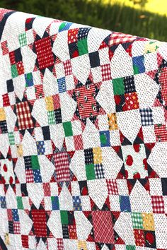 Vintage-inspired Granny Smith Quilt Pattern by Amy Smart featuring Sunnyside Ave Fabrics Star Quilts, Scrappy Quilts, Easy Quilts, Quilt Blocks, Quilting Tutorials, Quilting Projects, Quilting Designs, Sewing Projects, Quilting Ideas