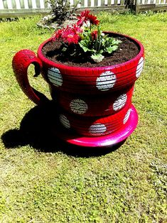 20 Captivating Diy Garden Decorations Ideas With Used Tires You Can Make It Easily Tire Garden, Garden Yard Ideas, Diy Garden Projects, Garden Crafts, Diy Garden Decor, Lawn And Garden, Garden Decorations, Recycled Garden Art, Tire Art