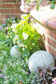 Restoration Hardware Garden Sphere Knockoff. Such an inexpensive way to add sophistication to your garden!