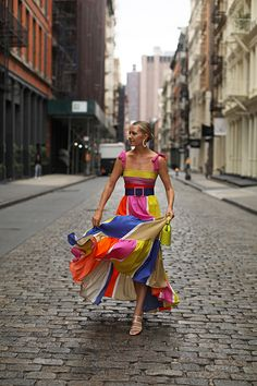 Blair Eadie wearing a colorful striped dress by Silvia Tcherassi, bag by OneSixOne, sunglasses by Linda Farrow, and translucent shoes by Zara // Click through for more summer dress outfits on Atlantic-Pacific Source by atlanticpacific Outfits verano Summer Dress Outfits, Cute Summer Dresses, Striped Dress Outfit, Dress Summer, Spring Dresses, Look Fashion, Fashion Outfits, Fashion Design, Trendy Outfits