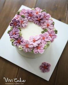 말라서 굳은것도 매력 Dry beanpaste peony - . . . 수업상담 Kakao Id : koreaflower02 Line Id : vivicake02 Wechat Id : vivicake_korea . . 블로그 주소 : www.vivi-cake.com . . vivicakeclass@gmail.com . . . #flowercake #korea #design #cake #cupcakes #flowercakeclass #cakeclass #flowers #riceflower #koreaflowercake #koreanflowercake #piping #rice #riceflowercake #wilton #wiltoncake #ricecakeflowercake #koreanbuttercream #flowers #baking #beanpaste #beanpasteflower #seoul #hongdae #cakeicing #플라워케이크 #떡케이크 #Ricecak...