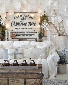 Farmhouse Christmas decor and rustic Christmas decor are a beautiful way to decorate for the holidays. They bring warmth and coziness to every home. Decorations Christmas, Fresh Christmas Trees, Decorating With Christmas Lights, Paper Decorations, Holiday Decor, Decorating With Snowflakes, Xmas Trees, Farmhouse Christmas Decor, Country Christmas