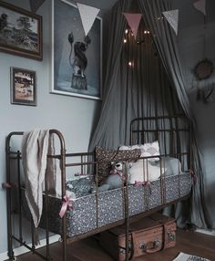 Let's walk in the woods … Looking for a theme to decorate your child's room?