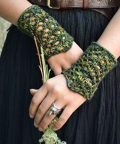 Ravelry: Shieldmaiden Gauntlets by Larissa Brown #knitting #patterns #vikings #malabrigo