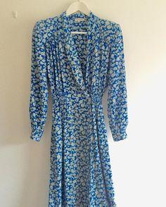 New product cobalt bluefloral vintage silk wrap dress#fab.#vintagefashion #ヴィンテージ#ビンテージ#ヴィンテージファッション #古着 #ヴィンテージワンピース #ヴィンテージドレス