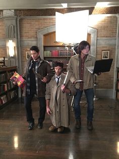 Supernatural Actors Dressed Like Each Other For Halloween And It's Mind Blowing<<< OMG CAS IS ACTING BOW LEGGED BECAUSE OF DEAN xD