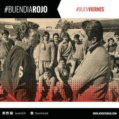 #BuenDiaRojo! #BuenViernes! 😈 Año 1971 - Cap y el profesor Alvarez frente al plantel en el estadio.