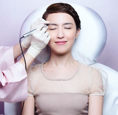 BEAUTY TREAT LIST SPOTLIGHT  Erabelle Erabrowlogy is widely regarded as one of the best brow embroidery service around thanks to skillful brow artists who know how to tailor the perfect arches for every customer according to their face shape. Get your brows done at the winner of ELLE #BeautyTreatList17 Best Brow Embroidery at $1314 for four colour brow embroidery sessions with pre-treatments and a Browlogy Care kit for home care after every session. #01-06 to 11 Vision Crest Commercial…