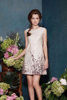 Пришитая роза на платье