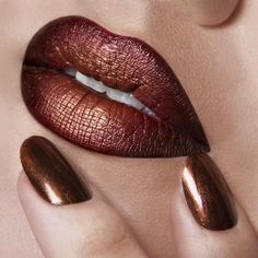 110 Insanely Cool Lip Art Looks You Have to See to Believe - Make Up 2019 Lipstick Art, Lip Art, Lipstick Colors, Lip Colors, Lipsticks, Metallic Lipstick, Lipstick Shades, Fall Lipstick, Yellow Lipstick