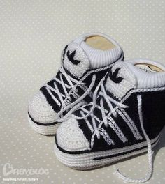 So cute more crochet adidas baby sneakers. Baby Knitting Patterns, Baby Booties Knitting Pattern, Crochet For Boys, Crochet Baby Booties, Baby Blanket Crochet, Boy Crochet, Knitted Booties, Knitting Charts, Crochet Beanie