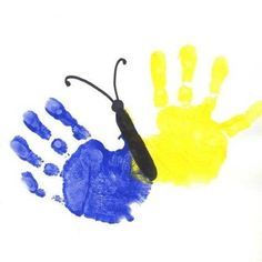 schmetterling bilder mit handabdruck malen painting butterfly pictures with handprint Butterfly Painting, Butterfly Crafts, Toddler Art, Toddler Crafts, Diy Crafts For Kids, Art For Kids, Alfabeto Animal, Fingerprint Art, Footprint Art