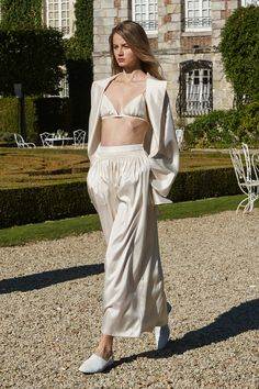 The Row Spring 2016 Ready-to-Wear Collection Photos - Vogue   http://www.vogue.com/fashion-shows/spring-2016-ready-to-wear/row/slideshow/collection#2