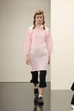 トリコ・コム デ ギャルソン(tricot COMME des GARÇONS)2016年春夏コレクション Gallery15