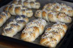 Recept na domácí housky jako od pekaře. Recept je snadný, rychlý, zvládne ho i začátečník. Návod, jak se pletou housky.