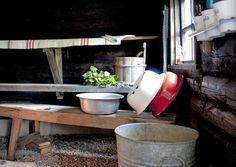 My childhood sauna memories. Rustic with enamel equipment, linen towels. Sauna House, Sauna Room, Scandinavian Saunas, Portable Steam Sauna, Sauna Shower, Outdoor Sauna, Inside A House, Finnish Sauna, Summer Cabins