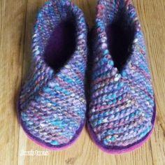 Knitted Crossover slipper kit - UK sizes 1 - 12