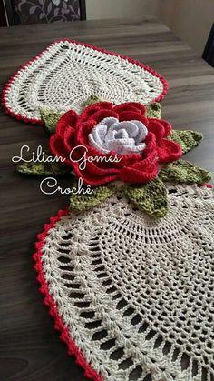 This Pin was discovered by Om Crochet Mat, Crochet Dishcloths, Crochet Round, Crochet Home, Thread Crochet, Love Crochet, Crochet Scarves, Crochet Doilies, Crochet Flowers
