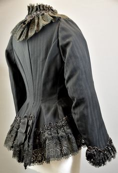Getailleerd gestreept jasje, rijkelijk versierd met stroken kant, uit ca. Fitted Vicotian jacket of striped fabric, embellished with lace as a statement. Victorian, Elegant, Lady, Fitness, Fabric, Jackets, Dresses, Fashion, Belle Epoque