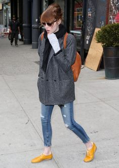 Emma Stone Out and About in NYC keeps it casual and comfy. #NYC