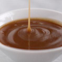 5 Minute Vegan Caramel Sauce Magic Vegan Caramel Sauce made with coconut oil real maple syrup and almond butter Microwave for one minute SO GOOD Paleo Dessert, Fun Desserts, Diet Desserts, Vegan Foods, Vegan Dishes, Vegan Vegetarian, Sauce Caramel, Vegan Caramel, Vegan Chocolate