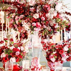 What a amazing display with @candybarcouture styled by @clarissa_rezende flowers @celiosdesign
