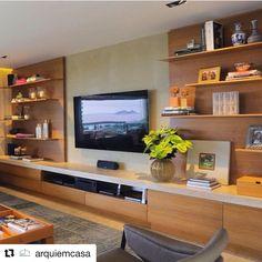 Consulta esta foto de Instagram de @paolaribeiroarqinteriores • 581 Me gusta Living Room Tv Unit Designs, Interior Design Living Room, Living Room Decor, Muebles Living, Home And Living, Family Room, Furniture Design, Tv Furniture, House Design