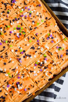 Halloween Sugar Cookie Bars are perfect for any halloween party with friends or family. All 30 cookies can be made in 30 minutes. Halloween Sugar Cookies, Halloween Sweets, Halloween Baking, Halloween Punch, Halloween Goodies, Halloween Food For Party, Halloween Cupcakes, Holiday Baking, Spooky Halloween