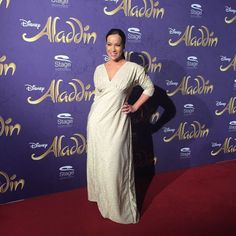 Moderatorin Nandini Mitra bei Disneys #Aladdin #AladdinHamburg Premiere