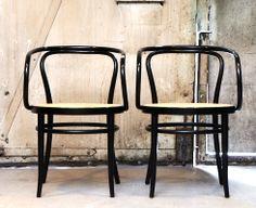 Thonet chairs // I'll take two  AtElIEr dIA DiAiSM ACQUiRE UNDERSTANDiNG TjAnn  MOHD HATTA iSMAiL DiA ArT TraVeL TJANTeK ArT SPACE