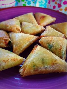 Cheese samosas, a delicious recipe - Kristel& workshop - Samoussas au fromage, une recette très gourmande – L'atelier de Kristel Bricks / Samossa ste - Samosas, Empanadas, Meat Appetizers, Appetizer Recipes, Healthy Breakfast Recipes, Easy Dinner Recipes, Meat Recipes, Gourmet Recipes, Comida India