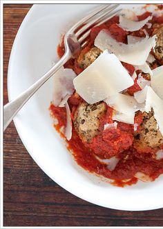 Lentil Balls Recipe 1 can lentils drained almond meal 1 egg 1 jar tomato passata (tomato puree) parmesan cheese, to serve Healthy Recipes For Weight Loss, Easy Healthy Recipes, Going Vegetarian, Vegetarian Recipes, Vegetarian Protein Sources, 5 Ingredient Recipes, Tomato Sauce Recipe, Incredible Edibles, Recipes