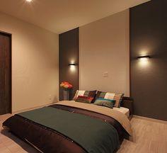 平屋からアイデアを得た暮らし方 それが1階主寝室の家 ライフスタイルの変化へ柔軟に対応するプランは、平屋から発想を得た家族に長く寄り添うためのもの。毎日使う寝室や水回りも、どこにいても安らげる住まいになっています。 ネオ平屋 or 1階主寝室の家|福岡の注文住宅なら株式会社田舎暮し Japanese Inspired Bedroom, Hotel S, Other Rooms, Bedroom Inspo, Luxury Life, Color Combinations, Interior Design, House, Inspiration
