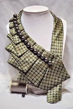 Do you have old ties and do not know what to do with them? See below amazing ideas to reuse them ! Tie Crafts, Fabric Crafts, Sewing Crafts, Old Ties, Diy Fashion, Fashion Trends, Mens Fashion, Bijoux Diy, Fabric Jewelry