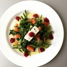 Organic rocket, tomato, cucumber, feta & beetroot dip salad