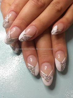 Blanc et le gel de l'argent français avec main levée tourbillon nail art #Nails de #NailArt prises au: 12/06/2014 11:14:01 Téléchargée à: 12/06/2014 10:42:26 Technicien: Elaine Moore