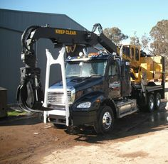 Tigercat 220C log loader mounted to a freightliner Columbia. Ready for work