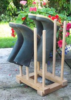 How to build a boot rack – DIY projects for everyone! Home Projects, Projects To Try, Wood Crafts, Diy And Crafts, Boot Storage, Garage Storage, Paint Storage, Boot Rack, Handmade Wooden