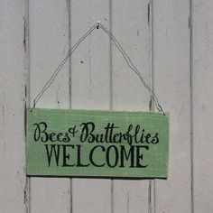 bees-butterflies-welcome-wooden-sign-pale-vintage-green-7162-p.jpg (500×500)