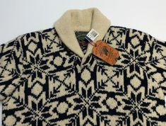 Shawl collar with two leather buttoned closure. Snowflakes, Shawl, Men's Fashion, Polo Ralph Lauren, Men Sweater, Wool, Country, Knitting, Sweaters
