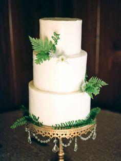 White tiered cake: http://www.stylemepretty.com/2015/08/18/sweet-elegant-north-carolina-wedding/   Photography: Marcie Meredith - http://marciemeredith.com/