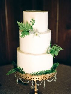 White tiered cake: http://www.stylemepretty.com/2015/08/18/sweet-elegant-north-carolina-wedding/ | Photography: Marcie Meredith - http://marciemeredith.com/