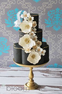 See more about wedding cake designs, black white weddings and white wedding cakes. Gorgeous Cakes, Pretty Cakes, Amazing Cakes, Black And White Wedding Cake, Black Wedding Cakes, Black White, White Gold, Creative Wedding Cakes, Wedding Cake Designs