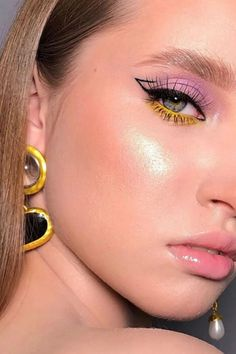 See 10 carnival makeup ideas to fall in revelry beautiful and stylish. It has colorful makeup and makeup with glitter. Makeup Eye Looks, Eye Makeup Art, Glam Makeup, Pretty Makeup, Eyeshadow Makeup, Beauty Makeup, Glossy Makeup, Makeup Light, Rave Makeup