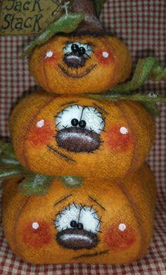 Fall Pumpkins, Halloween Pumpkins, Fall Halloween, Halloween Crafts, Halloween Quilts, Halloween Painting, Halloween Doll, Halloween Porch, Fabric Pumpkins