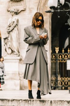 womens street style chic outfit, street style women inspiration minimal classic, edgy street style for women