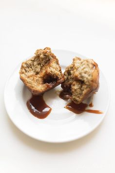 These Moist Banana Muffins are bakery level delicious. This Banana Muffin Recipe combines the sweet flavor of banana with a gooey caramel center to create a Banana and Caramel Muffin hybrid. Muffin Recipes, Brunch Recipes, Breakfast Recipes, Bread Recipes, Sweet Desserts, Delicious Desserts, Moist Banana Muffins, Good Food, Yummy Food