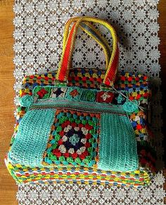 Crochet NO Pattern: Bag w/Granny Square Accents Crochet Diy, Crochet Motifs, Crochet Handbags, Crochet Purses, Knit Or Crochet, Crochet Granny, Crochet Crafts, Crochet Projects, Crochet Tote