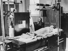 Una de las primeras unidades permanentes de radiología (Great Ormond Street Hospital, 1903)
