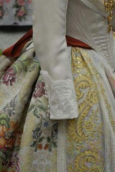 Old Dresses, Nice Dresses, Folk Costume, Costumes, Vintage Outfits, Vintage Fashion, Vintage Style, Dress Pesta, 18th Century Costume